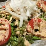 鮮魚個室居酒屋 利休 - 蒸し鶏のサラダ