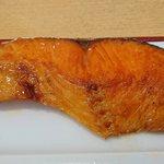 うま味処 つるき屋 - うま味処 つるき屋 @本蓮沼 ランチ 鮭塩焼定のtちょびっとしょっぱめでお脂が乗った厚切り鮭