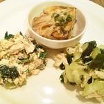 55769570 - えのきあんと干し野菜の厚焼きたまご焼き、パセリと青菜のスーネー、勘次郎胡瓜の柚子胡椒ドレッシング