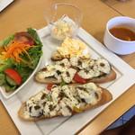カフェミルキー - 彩り野菜とモッツァレラのタルティーヌ