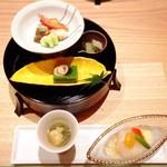 箱根強羅 白檀 - 先付 ふかひれ旨煮と貝柱の生姜ゼリー パプリカ 金針菜 生雲丹