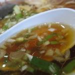 ラーメン まるひら - ほんのりかつおだし香るスープ