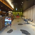 RAINFOREST Cafe 三ツ和荘店 - 店内