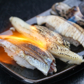 ふわトロの食感!!鮮魚の炙り寿司!!