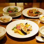 VEGE CHINA 南国酒家 - ディナーセット+1ディッシュ(1品)2380円(税込)