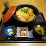 車 - チキンカツ丼 ランチ 小鉢・お味噌汁・お漬物付き