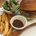 burger house UZU - 【イートイン】アップルウッドスモークベーコンチーズバーガー(1350円)