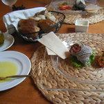 5579524 - 前菜とパン