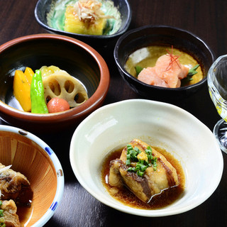 様々な美味しい料理を楽しんで頂く為に…。小鉢サイズにて提供。