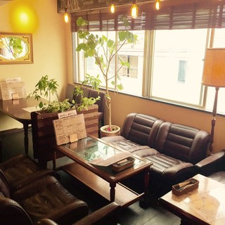 ソファ席や個室完備のお洒落カフェ。バー利用も大歓迎です☆