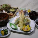一福寿司 - 天ぷら定食1620円。
