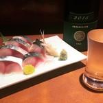 秋田料理 まさき - 〆さば刺 と 新政 純米 ヴィリジアン
