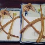 55792752 - 右側坂東太郎上の骨、左側が天然鰻特上サイズの骨
