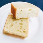 55794470 - 桑の葉の練り込んだパン