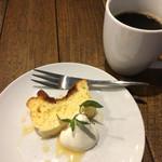 和バル アヒル - チーズケーキとコーヒー