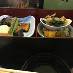 55798184 - 二の重、焼魚、小鉢もの(煮炊きもの!と香のもの
