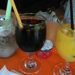 55798748 - フラッペショコラとアイスコーヒーとオレンジ