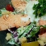 旬の海鮮 シーマーケット札幌 - 「炙りサーモンのシーザーサラダ」