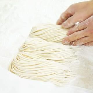 【自家製の麺】多加水・押し出し製法