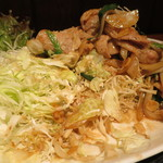 上州屋 - 大量の肉の下には大量の千キャベツが!