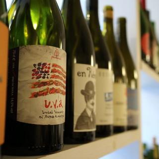 欧州ワインを中心に約100種類の品揃え☆