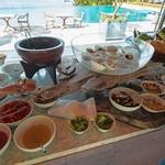 ベラビスタ スパ&マリーナ 尾道 - 料理写真:ここから数枚は朝食の写真。サラダコーナーはスタッフがサーブしてくれます。