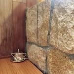 55811575 - 岩もどきの壁