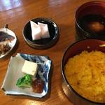 小手川商店 - 花野2:[左上から時計廻りで]漬物,淡雪,麦みそ汁,黄飯,豆腐みそ漬け