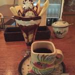 monpa - 生チョコのおいちいパフェ800円ホットコーヒー600円
