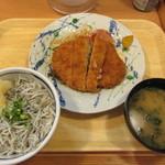 55818912 - シラス干し丼とマグロメンチ定食 880円