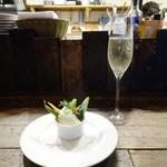 チャオビーノ - ちょい呑みセット:バーニャカウダとスパークリングワイン