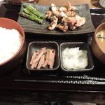 しんぱち食堂 - 大山鶏塩麹漬け炭火焼定食