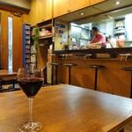 ワラカン - ワインと店内
