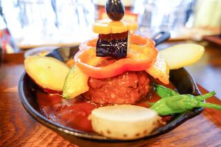 タケウチ 神保町本店 - 串で野菜を刺しています