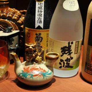 沖縄の宝、古酒が新橋でご堪能できる