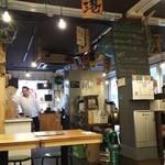 漁師めし食堂 - 店内は広々としてました。呑みの老人軍団が押し寄せるまでは・・・