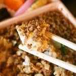 新杵屋 - 牛肉どまん中(牛肉そぼろ煮)