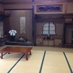志田屋 - お座敷。お膳やテーブルにて、ご宴会、ご法事などに。