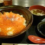 刺身屋 八重桜 - サーモンイクラ丼定食