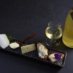 twelv. - 熟成師厳選のチーズプレートと自然派の日本酒の絶品マリアージュ