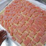 倉敷ねぼけ堂 - 料理写真:ひとくち紅羊羹を乾かしているところです。
