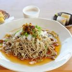 木楽 - 人気の『おろしそば』山葵の茎の醤油漬けがアクセントです。