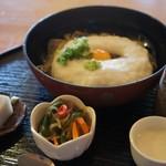 木楽 - 『山芋そばセット』セットの小鉢は日替わりメニューです。