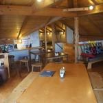 木楽 - 2階客席の大きなテーブル。8名様まで座れます。
