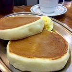 55842072 - ホットケーキ(配膳状態)とホットコーヒーの相性はいい。