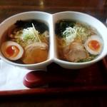 ラーメン厨房 ぽれぽれ - 料理写真:にこいちラーメン(醤油&塩)