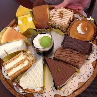 ウエスト ベイカフェ ヨコハマ - ケーキトレイ