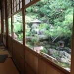 高台寺 洛匠 - 店の中から外庭風景