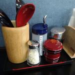 麺ますや  - 「麺ますや」卓上の醤油・一味・塩・特製ダシ醤油