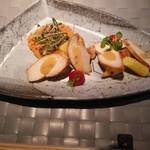 55850289 - 鶏胸肉の燻製と無花果のサラダ クスクス添え